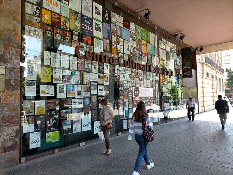 El Centro Fundación Caja Rioja Gran Vía viaja al pasado con un gran collage